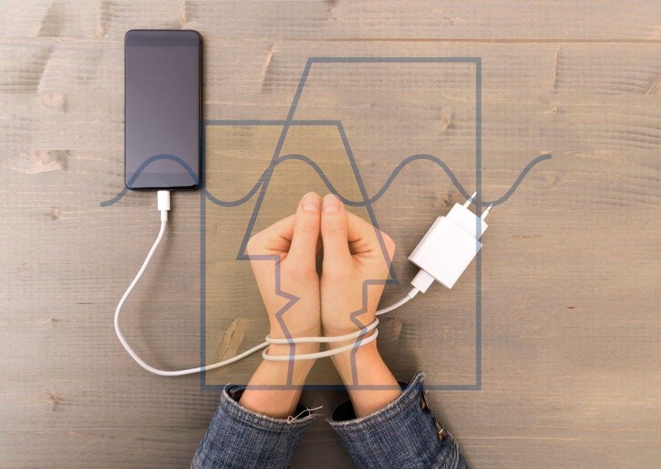 عوارض وابستگی به گوشی همراه