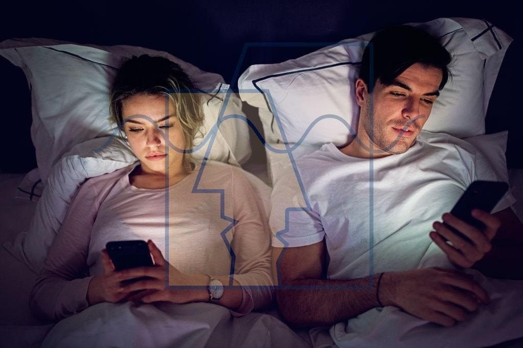 وابستگی به گوشی همراه در زوجین